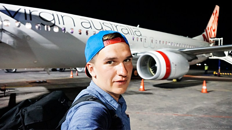 австралия турист возле самолета