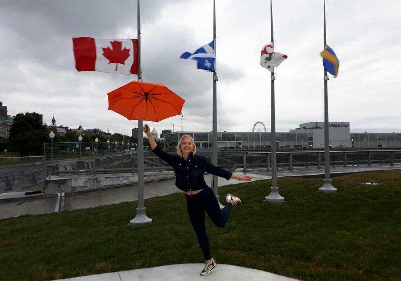 туристка в канаде